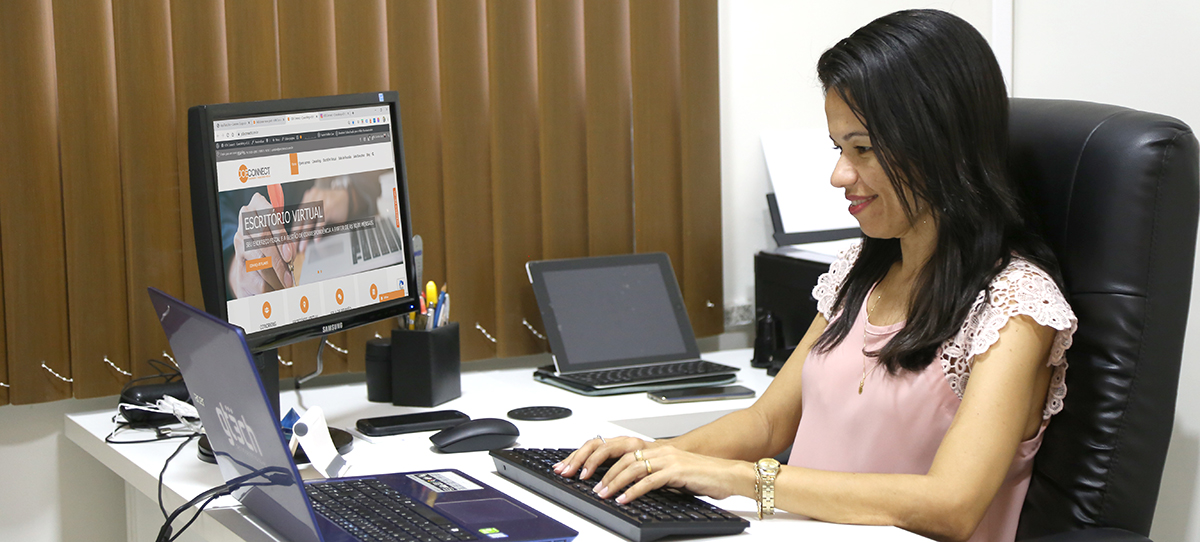 Viviane em Home Office